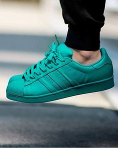 wholesale dealer c27ab 0101b Pharrell Williams x adidas Originals Superstar  Supercolor  Zapatos Planos,  Zapatos Bonitos, Zapatos