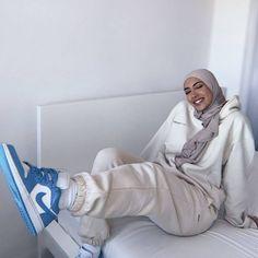 Modest Outfits Muslim, Modest Fashion Hijab, Modern Hijab Fashion, Street Hijab Fashion, Modesty Fashion, Hijab Fashion Inspiration, Muslim Fashion, Casual Hijab Outfit, Mode Inspiration