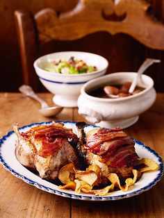 Fancy a romantic Partridge with shallot sauce. Christmas or dinner party for two? This roast partridge recipe is ideal. Sauce Recipes, Meat Recipes, Free Recipes, Romantic Dinner For Two, Cabbage And Bacon, Good Food, Yummy Food, Party, Chicken