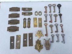 Online veilinghuis Catawiki: Lot van 15 sleutels & 19 messing en bronzen meubelbeslag - 1850 - 1900