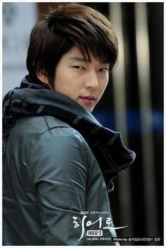 Lee Jun Ki, Hero (2009) Korean Male Actors, Asian Actors, Korean Men, Lee Joongi, Lee Jun Ki, Lee Min Ho, Arang And The Magistrate, Hapkido, Japanese Drama