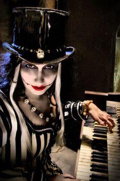 Voodoo woman. Love this look.