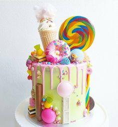 """Instagram पर @cakesinstyle से यह तस्वीर देखें • मार्क """"जैसे"""": 128 कैंडी केक, लॉलीपॉप के साथ केक, रंगीन केक, मिठाई पार्टी, मिठाई, मिठाई"""