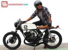. Yamaha Rx100, Cafe Racer Bikes, Custom Bikes, Motorbikes, Honda, Motorcycle, Retro, Vehicles, Scrambler