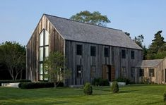 Barn-Inspired Home in The Hamptons by D'Apostrophe Design (13 pictures)