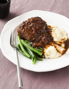 Utterly glorious lamb shanks Succulent, meltingly tender lamb shank recipe that's super easy to make using wither the slow cooker or your oven. The only lamb shank recipe you'll EVER need. Lamb Recipes, Wrap Recipes, Slow Cooker Recipes, Cooking Recipes, Recipes Using Lamb Chops, Slow Cooking, Crockpot Recipes, Cooking Tips, Lamb Shanks Slow Cooker