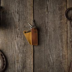 Minimalist leather key holder, made of a premium quality Vegetable tanned Crazy Horse style Italian leather. Leather Key Holder, Leather Key Case, Leather Keychain, Key Keychain, Leather Totes, Leather Bags, Leather Clutch, Leather Purses, Leather Gifts