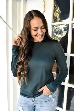Super soft and stretchy long sleeve that is perfect for layering. FIT: More of a fitted look, you can take your normal size or size up for a little more flow but it does have plenty of stretch eitherway. 90% POLYESTER 10% SPANDEX Closet Basics, Basic Tops, Basic Style, Hunter Green, Cold Weather, Layering, Long Sleeve Tops, Flow, Casual Outfits
