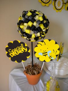Ribbon Topiary in Black and Yellow.