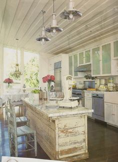 'Shabby chic' refers to a distinct home decor look with charm and character. Find out how you can introduce a shabby chic kitchen look for your home. Kitchen Inspirations, Chic Kitchen, Home Kitchens, Home, Shabby Chic Kitchen, Kitchen Remodel, Cottage Kitchens, Shabby Chic Homes, Home Decor
