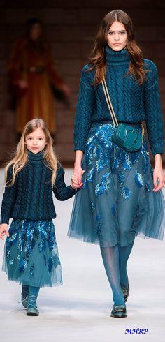Skirt design haute couture ideas for 2019 Blue Fashion, Fashion 2018, Look Fashion, Trendy Fashion, Runway Fashion, High Fashion, Fashion Show, Autumn Fashion, Fashion Design
