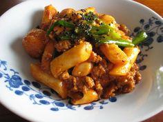 Gojee - Ddukboki (Korean Spicy Stir-Fried Rice Cakes) by Kimchi MOM