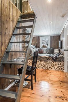Wow! Sjekk disse før- og etter bildene! - Franciskas Vakre Verden Small Space Living, Small Spaces, Mountain Living, Maine House, Prefab, Light Fixtures, House Ideas, Stairs, Cottage
