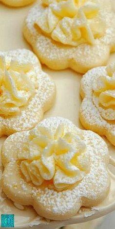 Lemon Meltaway Cookies Frilly Lemon Meltaway Cookies are perfect for lemon lovers and tea parties.Frilly Lemon Meltaway Cookies are perfect for lemon lovers and tea parties. Oreo Desserts, Lemon Desserts, Lemon Recipes, Sweet Recipes, Delicious Desserts, Yummy Food, Healthy Food, Healthy Meals, Healthy Eating