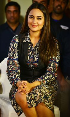 Sonakshi Sinha during the launch of Shatrughan Sinha's biography Anthing But Khamosh in Mumbai. Get premium, high resolution news photos at Getty Images Bollywood Saree, Bollywood Fashion, Bollywood Actress, Beautiful Blonde Girl, Beautiful Girl Image, Most Beautiful Indian Actress, Beautiful Actresses, Sonakshi Sinha Saree, Kareena Kapoor