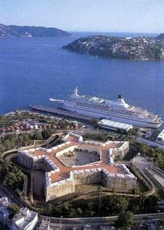Aerial view of Fuerte San Diego. Today it is the Museum of Acapulco. San Diego, Star Fort, South Of The Border, Mexico Vacation, Famous Places, Places Of Interest, Mexico City, Vacation Destinations, Aerial View