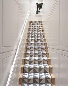 Grammercy Park Triplex Design Eric Cohler Image via Architectural Digest (Artwork Ellen von Unwerth) #stairs #stairwell #staircase #interior #interiors #interiordesign #decor #instadecor #instainterior #interiordecor #carpet #carpetdesign #flooring #art #artwork #EricCohler