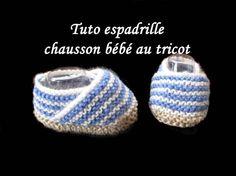 Pour réaliser ces petites espadrilles pour bébé au tricot, prévoir pour la semelle de la laine de couleur beige et 2 autres couleurs aux...