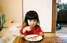 銀杏BOYZジャケの写真家・川島小鳥、佐渡島の少女の1年間追う写真展『未来ちゃん』 -art-designニュース:CINRA.NET