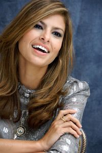 Eva Mendes and Ryan Gosling: The Super-Private Couple Have Been Together Since 2011 – Celebrities Woman Undercut Hairstyles, Pretty Hairstyles, Peinados Pin Up, Corte Y Color, Ryan Gosling, Eva Longoria, Gorgeous Hair, Most Beautiful Women, Hair Inspiration