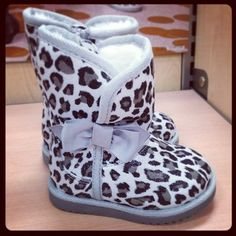 OMG!! Little girls leopard snow boots. <3