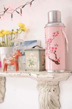 Loving... this little pastel vignette...