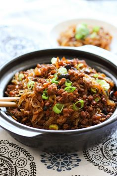 Minced pork vermicelli (肉末粉丝) is a beloved dish of Szechuan province. It's easy to assemble yet loaded with flavor. I am super excited to share this recipe. Mince Recipes, Pork Recipes, Asian Recipes, Cooking Recipes, Healthy Recipes, Vietnamese Recipes, Chinese Recipes, Chinese Food, Kitchens