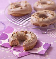 Donuts maison au glaçage sirop d'érable et noisettes - Recettes de cuisine Ôdélices