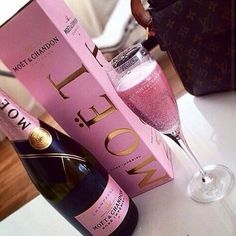 Pink champagne shoes - - eyeshadow chic, outside Party Drinks, Fun Drinks, Alcoholic Drinks, Drinks Alcohol, Moet Chandon, Alcohol Aesthetic, Manicure Y Pedicure, Liqueur, Pink Champagne