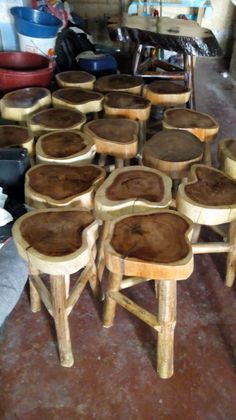 31 Indoor Woodworking Projects to Do This Winter - wood projects Hocker Outdoor Wood Projects, Wood Projects That Sell, Wood Projects For Beginners, Garden Projects, Outdoor Ideas, Metal Projects, Diy Projects, Rustic Log Furniture, Driftwood Furniture