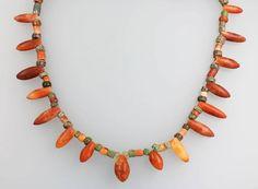 Collier, Peru 900 - 1100 n. Chr., wohl vor Inka, stiltyp., Karneol und Achate, einzelne Glieder ge — Schmuck: Halskette, Collier, Brosche, Ring, Diamant, Gold, Modeschmuck
