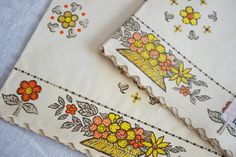 Vintage 1960s Shelf Liner Paper Flower Design by soldiersuzanne, $8.00