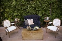 Vintage Couch Design Ideas For Lounge Areas - Wedding Reception Seating, Wedding Lounge, Lounge Seating, Lounge Areas, Outdoor Lounge, Outdoor Living, Vintage Decor, Vintage Furniture, Vintage Vignettes