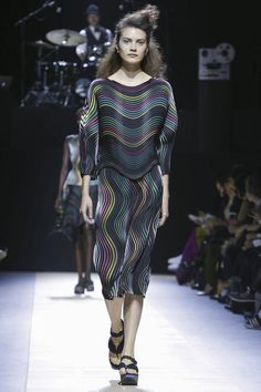 Issey Miyake Ready To Wear Spring Summer 2016 Paris - NOWFASHION