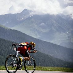 """9778bae2440 gruberimages: """" @marcusburghardt taking care of downhill business. #tdf """"  Ciclismo,"""