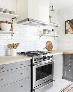 Uplifting Kitchen Remodeling Choosing Your New Kitchen Cabinets Ideas. Delightful Kitchen Remodeling Choosing Your New Kitchen Cabinets Ideas. Kitchen Interior, Small Kitchen, Kitchen Remodel, Kitchen Decor, New Kitchen, Kitchen Dining Room, Home Kitchens, Kitchen Renovation, Kitchen Design