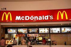 LA JUSTICIA LABORAL ANULO EL CONVENIO ENTRE EL GOBIERNO Y McDONALD'S   La Justicia laboral anuló el convenio entre el Gobierno y McDonalds La Cámara Nacional de Apelaciones del Trabajo anuló el convenio que el Gobierno firmó con la cadena de comidas rápidas McDonalds para generar empleos de 4.500 pesos mensuales ya que viola el derecho internacional y la propia Constitucional Nacional. La resolución judicial fue consecuencia de un amparo interpuesto por un grupo de diputados nacionales y…