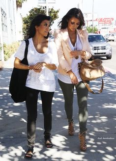 kourtney kardashian, kim kardashian, black skinnies, sandals