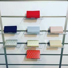 Lei, Pierre Cardin, Office Desk, Furniture, Instagram, Home Decor, Homemade Home Decor, Desk, Home Furnishings