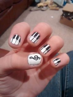 Piano and treble clef nails