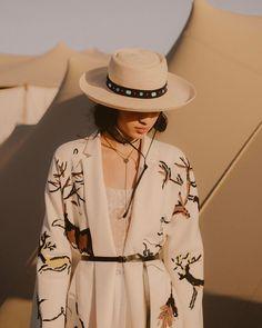 "21.6 mil Me gusta, 71 comentarios - Dior Official (@dior) en Instagram: ""A very unique backstage insight at #MariaGraziaChiuri's Cruise 2018 fashion show, shot by…"""