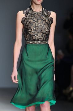 Would do just about anything to get my hands on this Marios Schwab emerald/lace dress.
