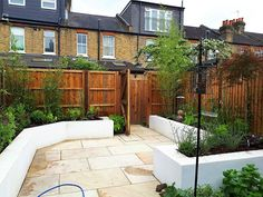 Two small patio and lawn gardens are uplifted with contemporary border boxes, while a narrow front garden gets a complete facelift Next Garden, Lawn And Garden, Garden Pots, Home And Garden, Tropical Patio, Contemporary Garden Design, Garden Solutions, Garden Makeover, Raised Planter