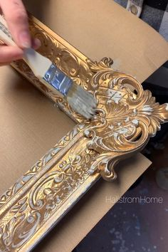 We created our best tips on painting in a ebook with lots of tutorials on how to … [Video] Diy Furniture Videos, Furniture Painting Techniques, Chalk Paint Furniture, Furniture Projects, Furniture Makeover, Chalk Paint Projects, Simple Furniture, Ikea Furniture, Furniture Plans