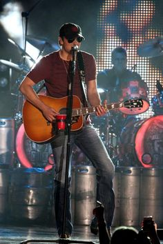Eric Church proves his star is on the rise at the CMT Music Awards. Country Music Artists, Country Music Stars, Country Singers, Country Men, Country Life, Cmt Music Awards, Take Me To Church, Thomas Rhett, Eric Church