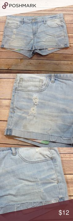 ROXY Light Wash Distressed Jean Shorts Size 11 GUC. No visible defects. Bundle for savings. Let me know if you have any questions! Roxy Shorts Jean Shorts
