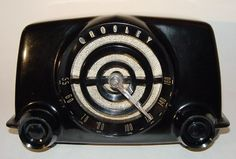 Crosley 11-104U Black Bakelite Table Radio (1951)