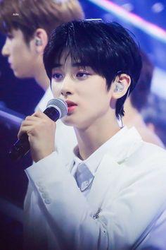 'Fuyu X' Lee Jin-hyuk berlari segera setelah dia menyalakan Insta Live, Beautiful Boys, Pretty Boys, Cute Boys, Cute Korean Boys, Asian Boys, Handsome Faces, Handsome Boys, Kim Min Gyu, Cute Couple Wallpaper