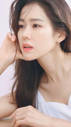 10 Simple Makeup Tutorials That Make Your Face Younger Korean Actresses, Korean Actors, Korean Beauty, Asian Beauty, Ji Hyo Song, Korean Girl, Asian Girl, Singer Fashion, Easy Makeup Tutorial