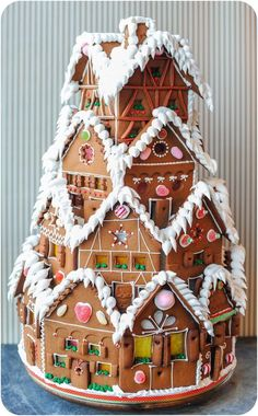 NOW THATS a Gingerbread house ! 10 Gingerbread Houses You HAVE To See! I love this Gingerbread House! Making gingerbread houses is one of my favorite traditions! Christmas Gingerbread House, Noel Christmas, Christmas Goodies, Christmas Desserts, Christmas Treats, Christmas Baking, Gingerbread Houses, Christmas Cakes, Gingerbread House Template